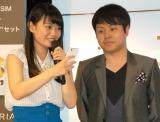 滝口ひかり(左)から連絡先をプレゼントされたNON STYLE井上裕介(右) (C)ORICON NewS inc.