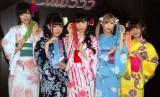 東京タワーで浴衣ライブを行った「バンドじゃないもん!」(左から)望月みゆ、天照大桃子、恋汐りんご、七星ぐみ、甘夏ゆず (C)ORICON NewS inc.