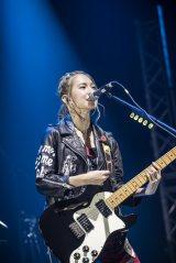 ワールドツアー最終の香港公演よりボーカル・HARUNA