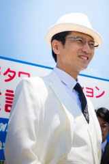 白石麻衣演じるキレイの父親役で出演する津田寛治(C)「初森ベマーズ」製作委員会