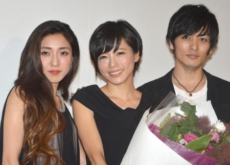 映画『KIRI-「職業・殺し屋。』外伝-』の完成披露舞台あいさつに出席した(左から)文音、釈由美子、久保田悠来(C)ORICON NewS inc.