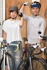 「自転車ヘルメット委員会」発足記者会見に出席した(左から)富永美樹、まこと夫妻(C)ORICON NewS inc.
