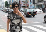 日本テレビの深夜番組『あっどうも はじめまして旅』(前0:59〜※関東ローカル)で加藤シゲアキがアレクサンダーとナンパ旅へ (C)日本テレビ
