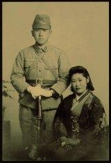 モデルとなった谷藤徹夫少尉と妻の朝子さん 写真提供:小原真知子、鮫島美知子、吉田ひろみ(谷藤家遺族)