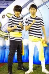 「頂上戦争からの脱出」オープニングイベントに登場したNON STYLE・石田明とウーマンラッシュアワー・村本大輔(左)