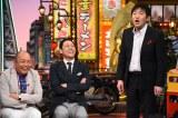 6月23日放送の『ちゃちゃ入れマンデー』は熱愛報道で話題のメッセンジャー黒田を質問攻め!(左から)山本浩之、東野幸治、メッセンジャー黒田(C)関西テレビ