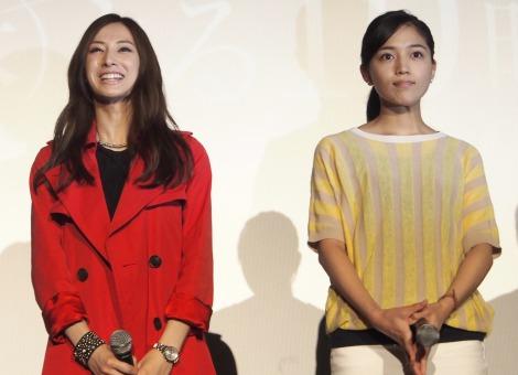 ドラマ『探偵の探偵』完成披露試写会に出席した(左から)北川景子、川口春奈 (C)ORICON NewS inc.