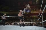 WWE日本公演 ブロック・レスナーvsコフィ・キングストン (C)2015 WWE, Inc. All Rights Reserved.