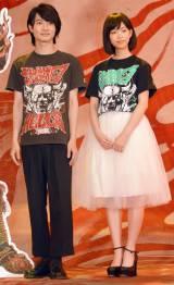 映画『TOO YOUNG TO DIE!若くして死ぬ』のクランクアップ報告記者会見に出席した(左から)神木隆之介、森川葵 (C)ORICON NewS inc.