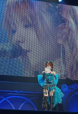 卒業コンサートで朗読をする田中れいな=『モーニング娘。コンサートツアー 2013春 ミチシゲ☆イレブンSOUL〜田中れいな卒業記念日〜』