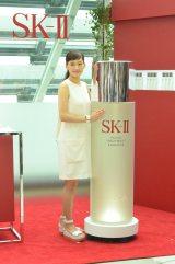 SK-II新CM発表会に登場した綾瀬はるか 真っ赤なドレスから真っ白なワンピースに衣装チェンジ (C)oricon ME inc.