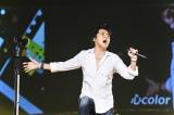男性限定ライブで熱唱する福山雅治