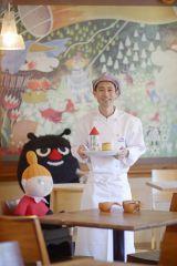 『ムーミンカフェ おもてなしごはん』(講談社/2015年7月15日発売)著者のムーミンカフェ総料理長・松本勲氏 (C) Moomin Characters TM