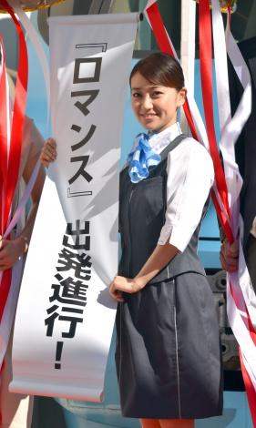 お気に入りのアテンダント衣裳で登場した大島優子\u003d映画『ロマンス』のイベント
