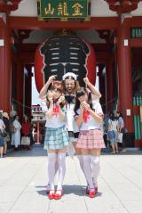 デビュー曲「ニッポン饅頭」は日本各地の名所でジャパンカルチャーを歌った