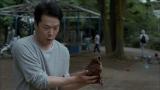 息子とキャッチボールをする田中哲司