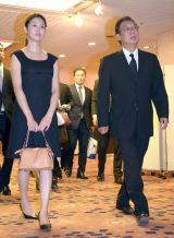 今井雅之さんの『お別れ会』に参列した(左から)橋本マナミ、梅沢富美男