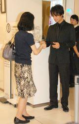チケットもぎりを初めて体験した斎藤工=映画『リアル鬼ごっこ』舞台あいさつ (C)ORICON NewS inc.