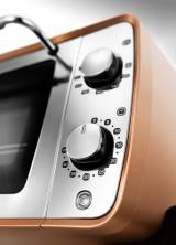 『ディスティンタコレクション オーブン&トースター』(税抜1万8000円) 複雑な設定いらずの誰でも使えるダイヤル式