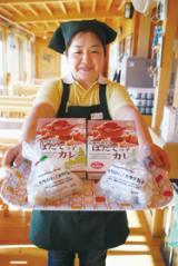 【写真=新商品「北海道噴火湾ほたてっ子カレー」と「もちぷりっ!ホタテ包子」】