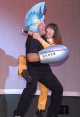 『ウルトラマンフェスティバル2015』特別内覧会に出席した(左から)佐々木健介、北斗晶 (C)ORICON NewS inc.