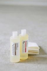 食器や手肌に残らない食器用洗剤「ディッシュソープ」(左から)ローズマリーとオレンジの2種類