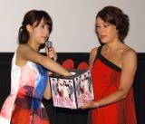 映画『東京PRウーマン』完成披露舞台あいさつに出席した(左から)山本美月、LiLiCo (C)ORICON NewS inc.
