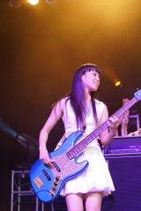 『Otakon 2015』で初の海外ライブを行ったDraft King(写真はベースのNOHANA)