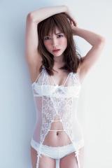 『松川佑依子写真集 YUIKO』でセクシーな衣装に挑戦した松川佑依子