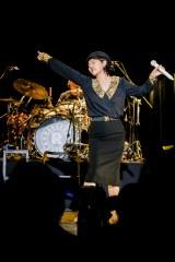 レベッカ20年ぶりライブで熱唱するボーカルのNOKKO(28日=東京・豊洲PIT)(C)Hajime Kamiiisaka