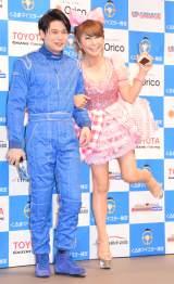 『くるまマイスター検定主催 日本ベスト・カー・フレンド賞』の受賞式に出席した(左から)吉村崇、はるな愛 (C)ORICON NewS inc.