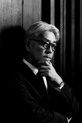 映画『母と暮せば』の音楽を担当し、仕事復帰する坂本龍一氏