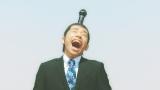 ちょんまげ姿で大声で歌う織田信成