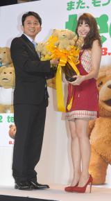 (左から)有吉弘行、AKB48・小嶋陽菜 (C)ORICON NewS inc.