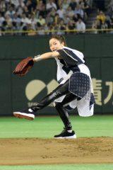 『サントリー ドリームマッチ 2015』の始球式を務めた石原さとみ (C)ORICON NewS inc.