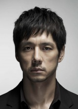 ドラマ『無痛〜診える眼〜』で天才的な観察眼を持つ医師・為頼英介を演じる西島秀俊