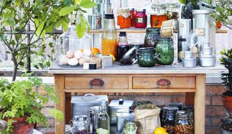 蓋付き容器やボトルなどバラエティ豊富な収納グッズが揃う、イケアの限定コレクション