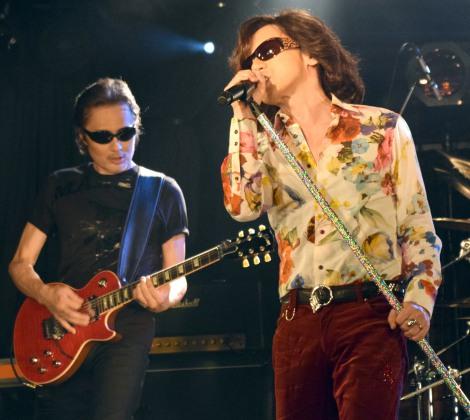 新バンド「ROLL-B DINOSAUR」(ロール・ビー・ダイナソー)を結成した(左から)織田哲郎、ダイアモンド☆ユカイ=東京・下北沢GARDENで行われたデビューライブ (C)ORICON NewS inc.