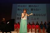 被爆ピアノの伴奏、広島合唱団、参加者とともに「広い河の岸辺」を大合唱