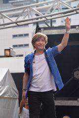 東京・新宿駅前でglobeデビュー20周年イベントを開催した小室哲哉 (C)ORICON NewS inc.