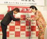 「たどころ晋也」名義でデビューする高橋ジョージ(右) (C)ORICON NewS inc.