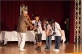 「写真甲子園2015」表彰式で優勝旗を受け取る沖縄県立浦添工業高校
