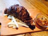 27日よりオープンする期間限定カフェ「黄金マンガ肉カフェ」で提供されるマンガ肉『おろしポン酢』