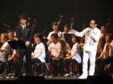 親子初共演を果たした(左から)ゴスペラーズの北山陽一、さだまさし (C)ORICON NewS inc.