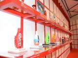 「コカ・コーラ」ボトル100周年企画『コカ・コーラ 三越伊勢丹 アートスリムボトルチャリティ』より (C)ORICON NewS inc.