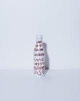 MEGUMIがデザインしたチャリティーボトル=「コカ・コーラ」ボトル100周年企画『コカ・コーラ 三越伊勢丹 アートスリムボトルチャリティ』