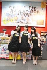 タワーレコード名古屋パルコ店では巨大パネルに迎えられた