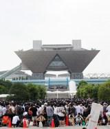真夏にもかかわらず前日から長蛇の列ができた会場となる東京ビッグサイト