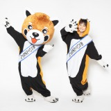 ゆるキャラグランプリに出場するパーフェクトあらいぐんまちゃん。(左)と新井愛瞳が演じるあらいぐんまちゃん。(右)