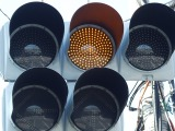 赤信号を無視するのはもちろんNGだが、黄信号にも要注意!